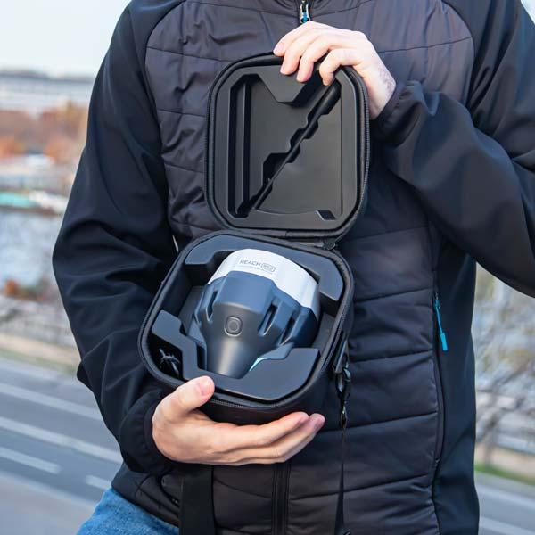 transport facile du Reach RS2 avec la coque de protection
